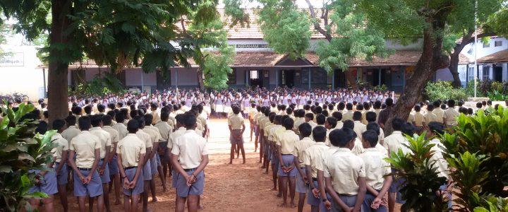 கல்வி ஆண்டு 2016-2017 க்கான சீருடை 03-08-2016 அன்று  வழங்கப்பட்டது.